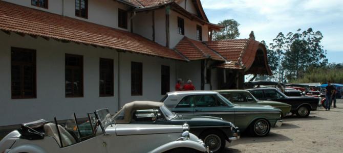Exposição de carros antigos no Casarão do Chá